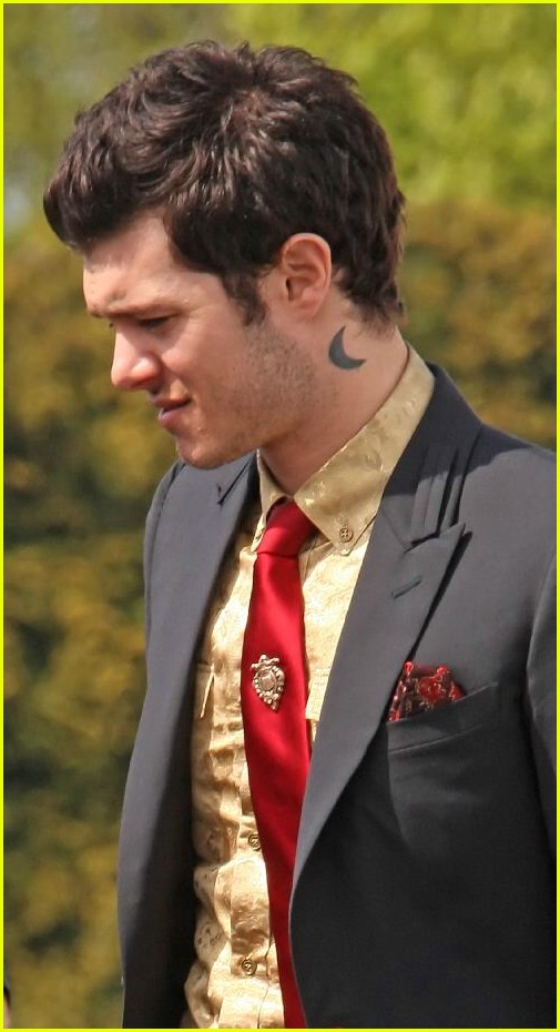 adam brody low shoulder 01