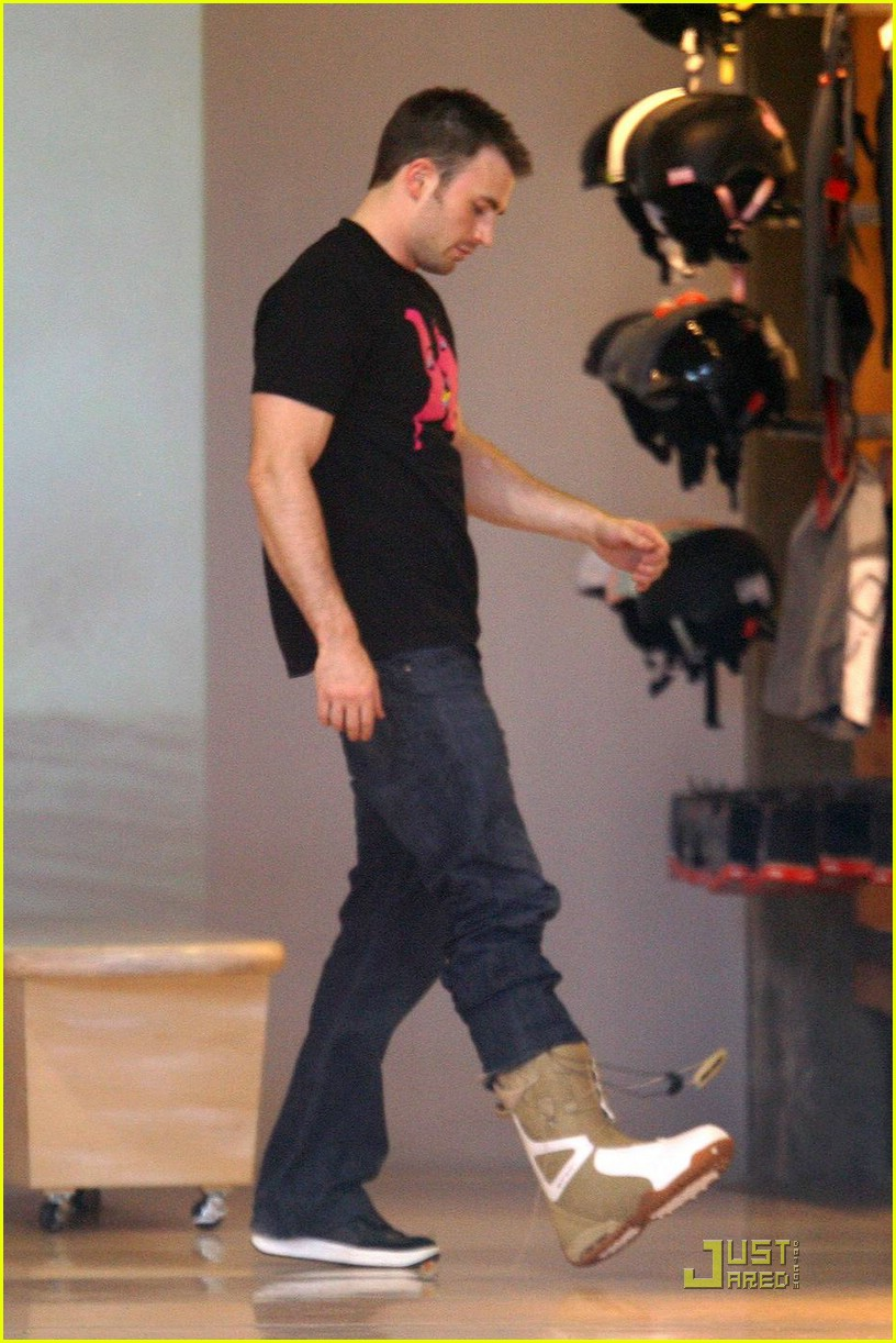 chris evans snowboarding 03