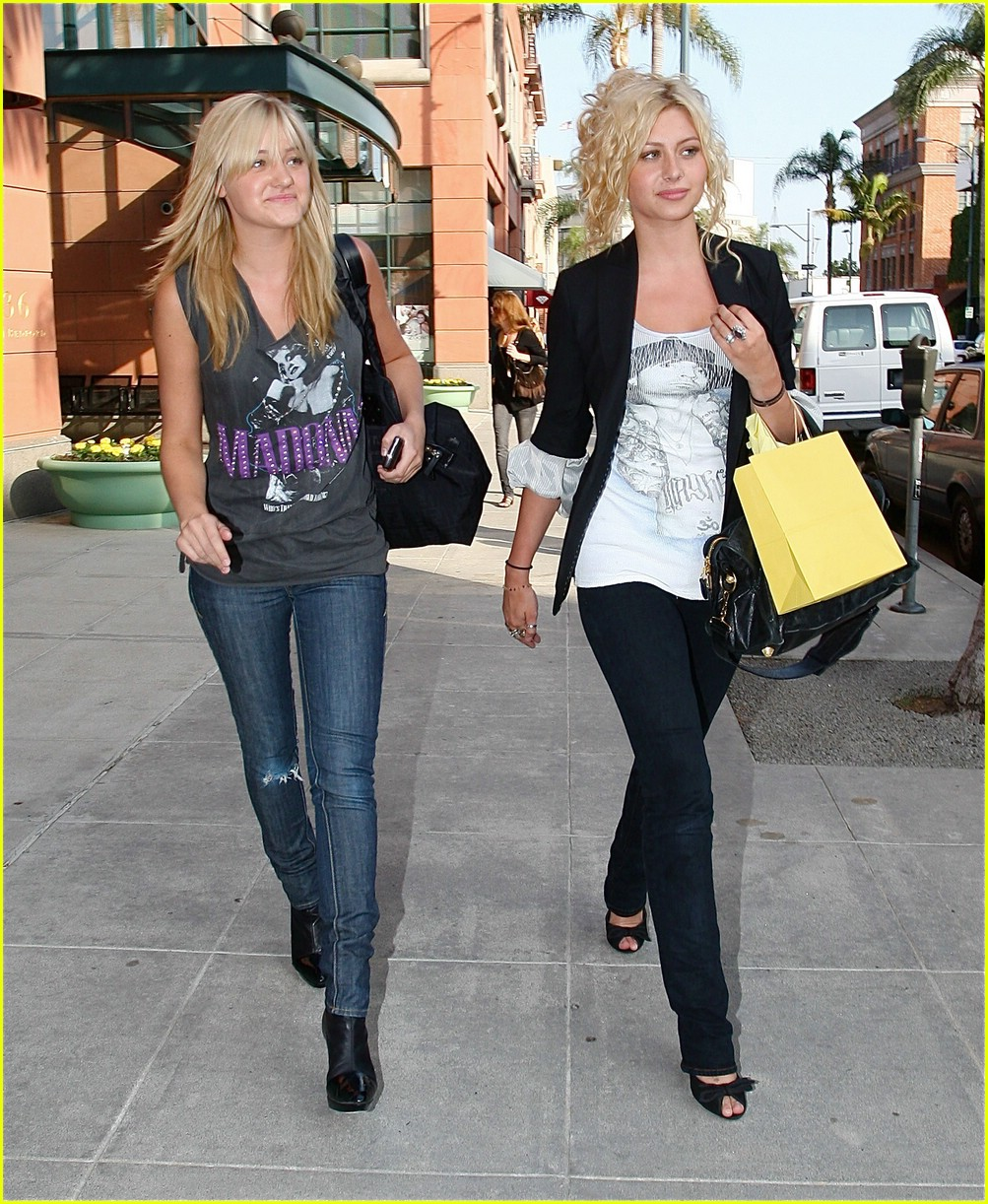 aly aj michalka shopping 04