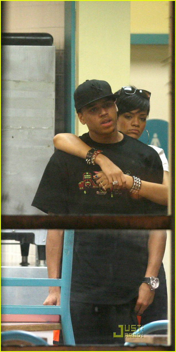 rihanna chris brown kfc kiss 06