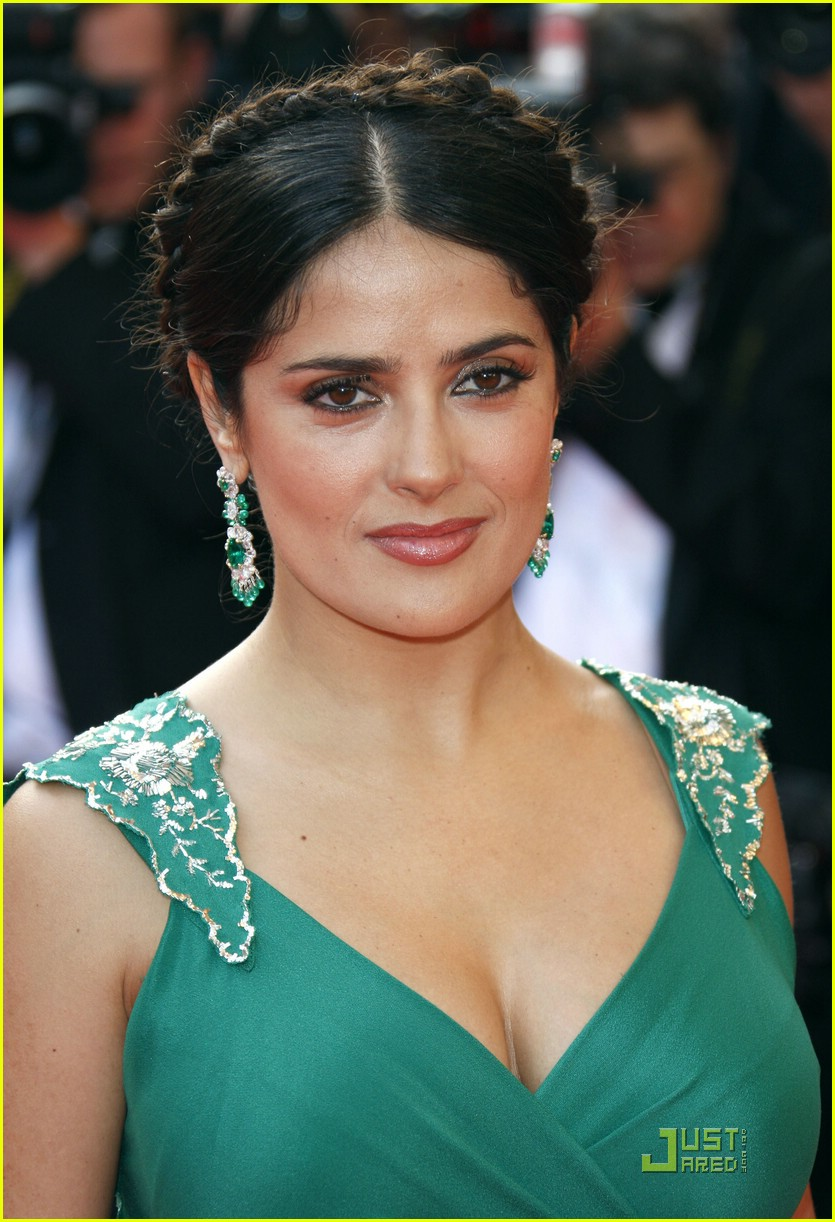 Salma Hayek Does the C...