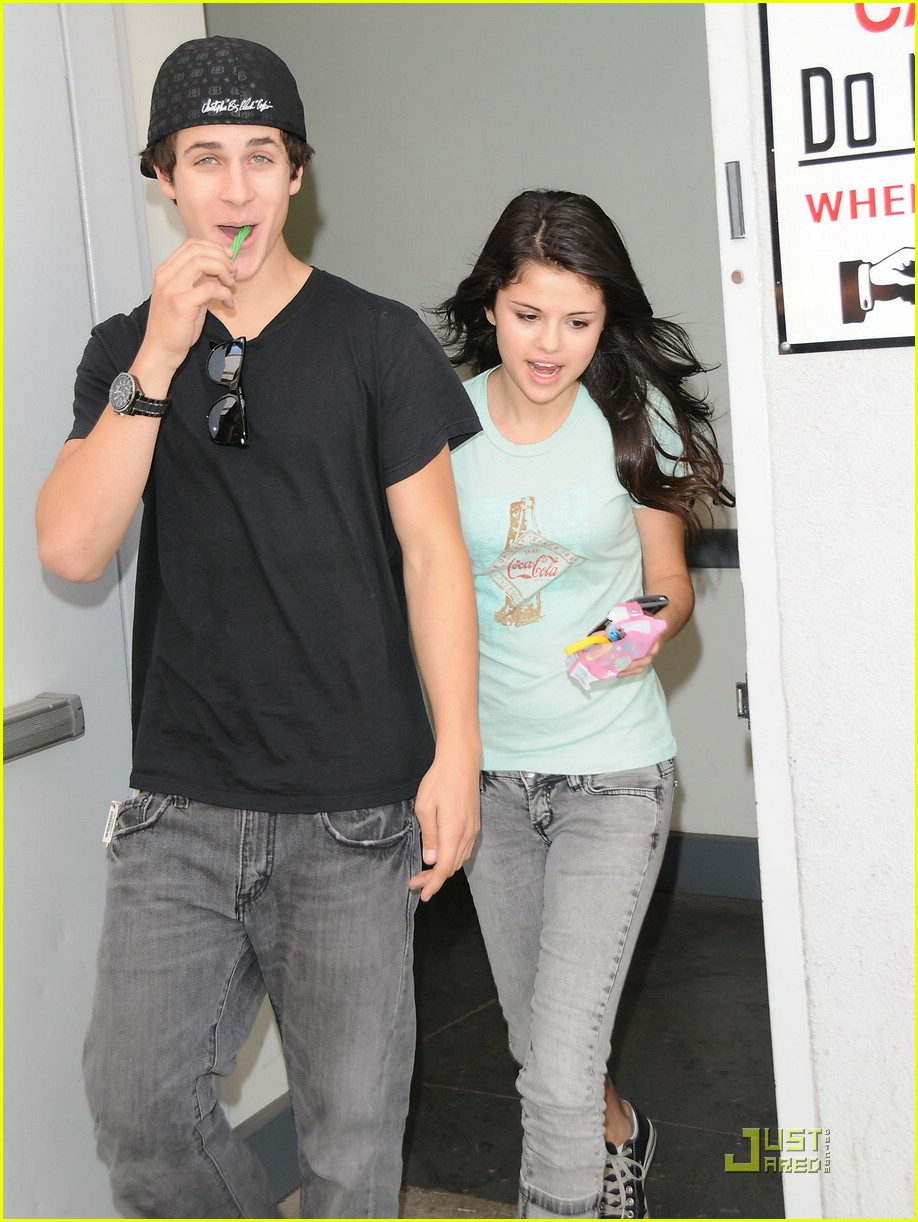 david henrie and selena gomez relationship with justin
