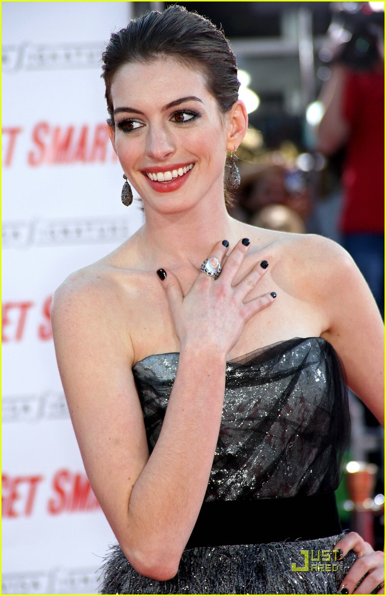 anne hathaway get smart world premiere 03