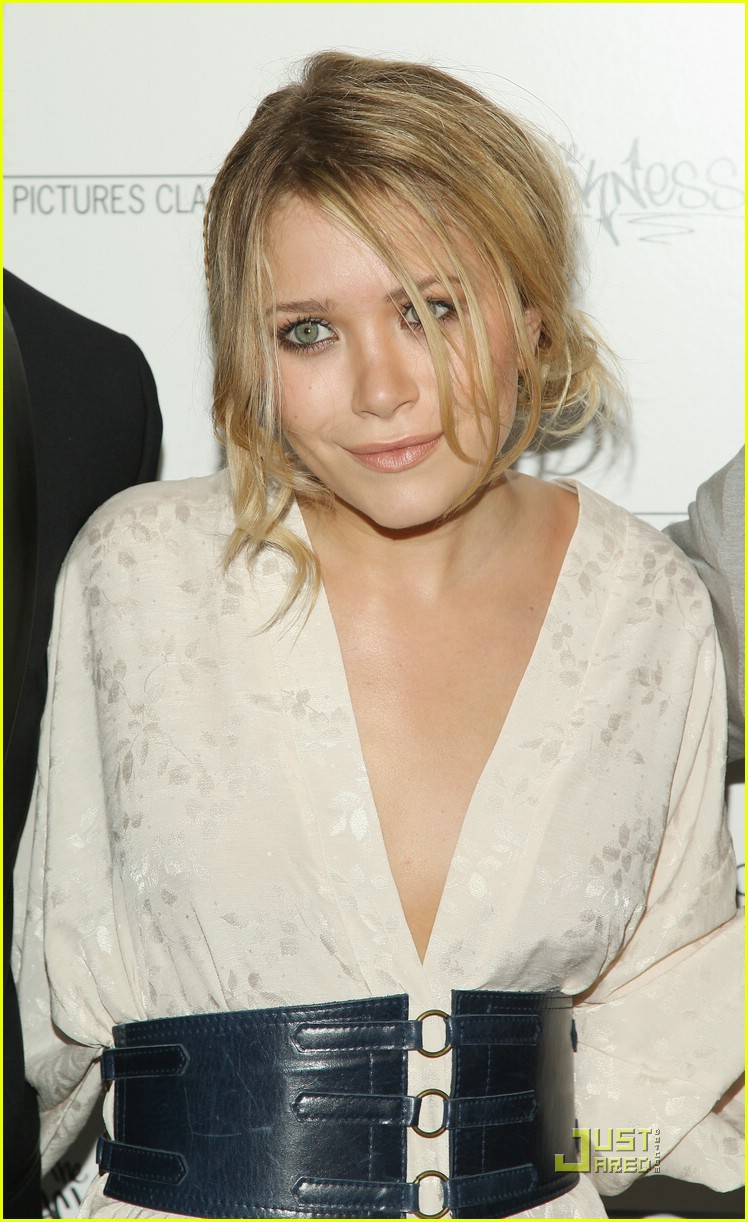mary kate olsen similing 131228341