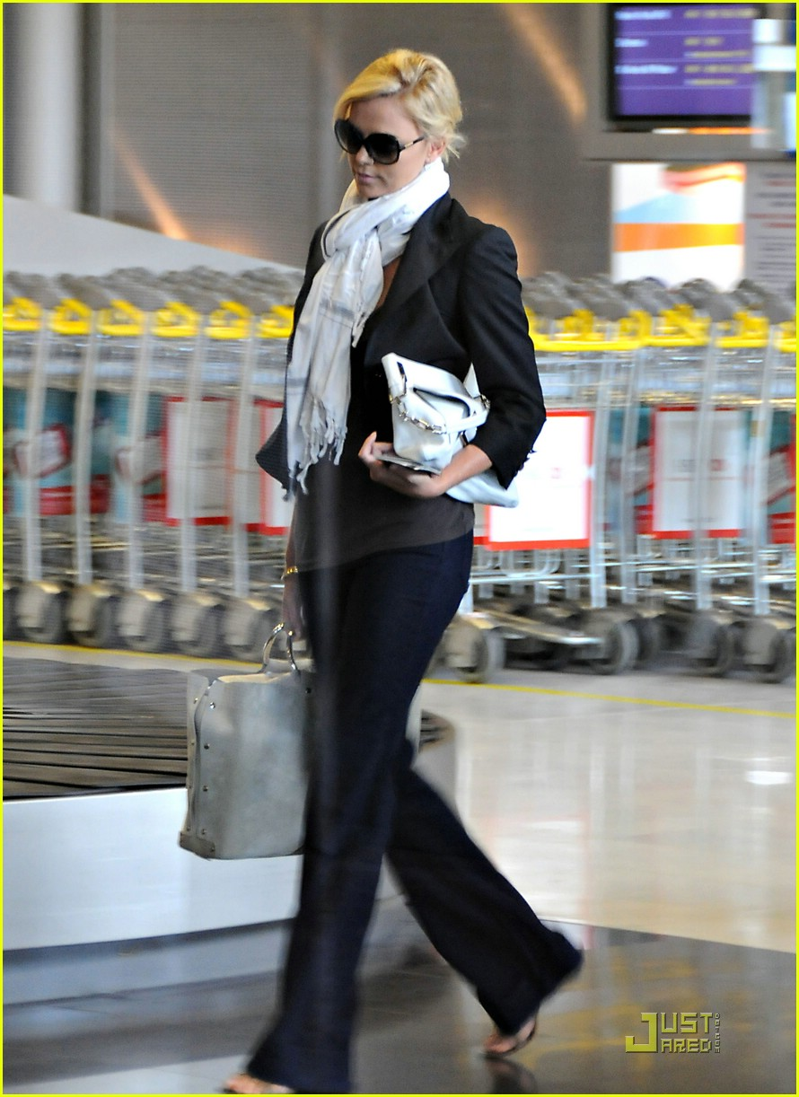 charlize theron french flight 03