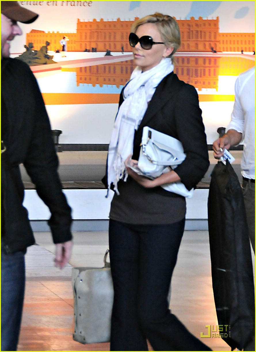 charlize theron french flight 061202731