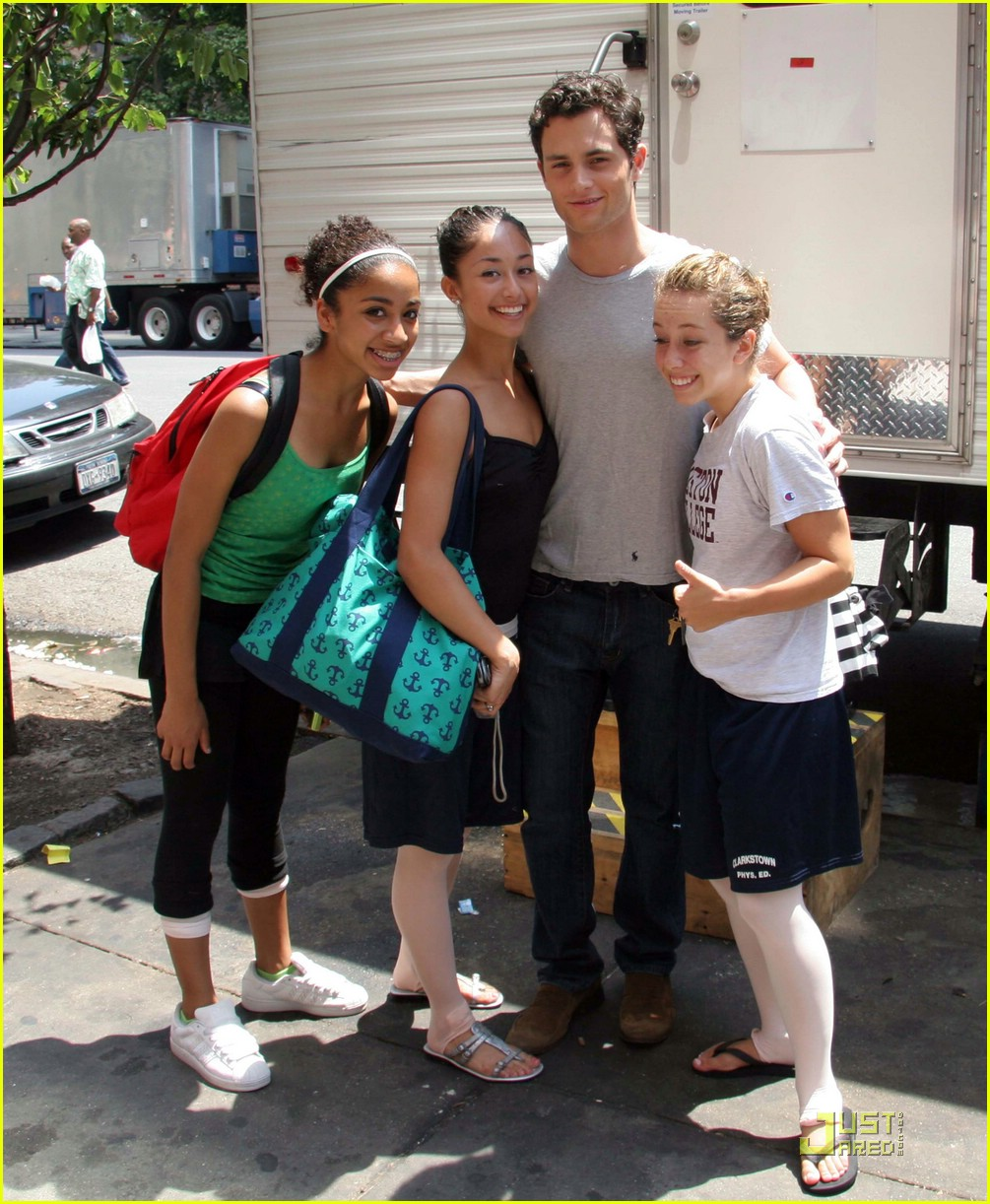 penn badgley fangirls 01