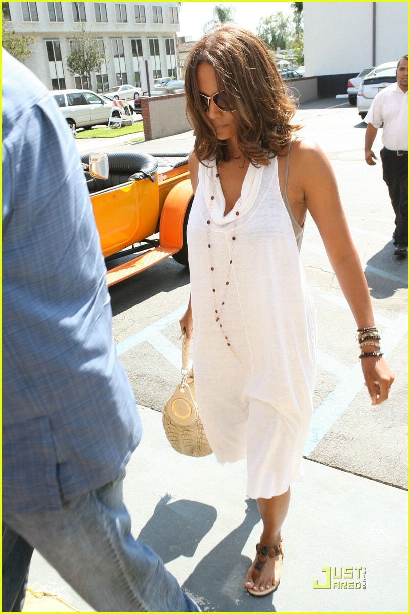 halle berry dental date 09