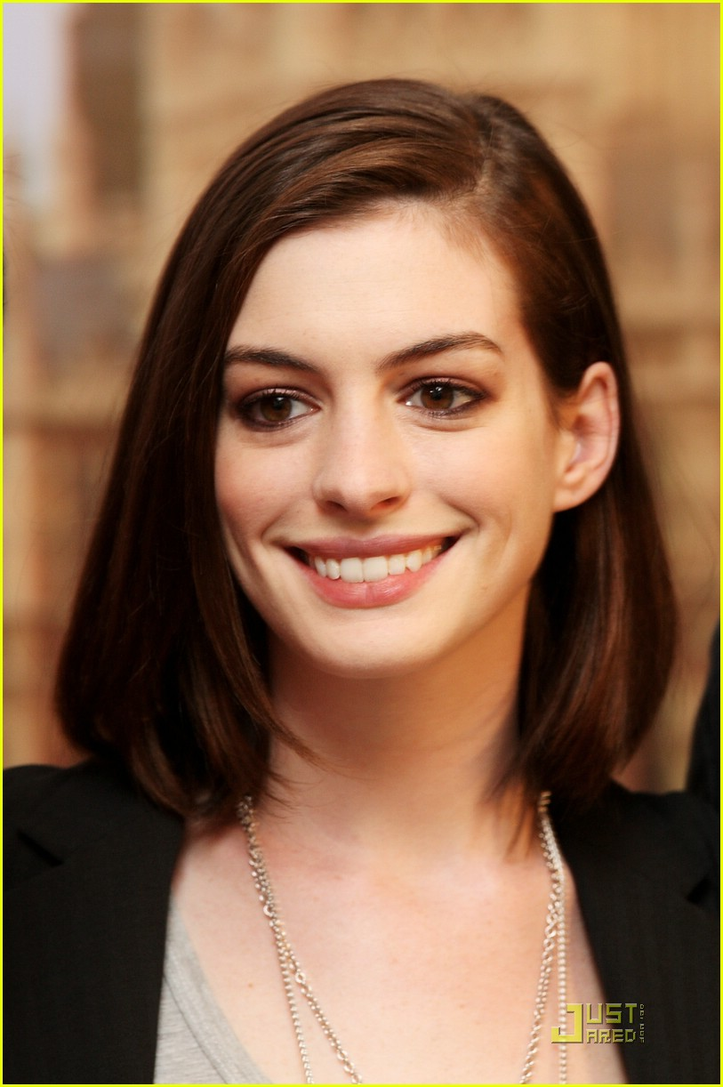anne hathaway phone booth 31