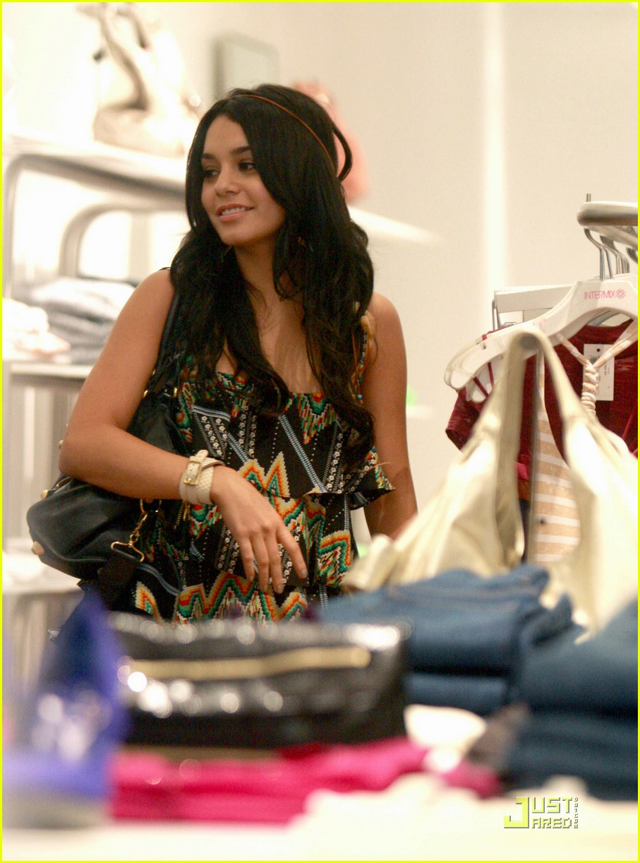 vanessa hudgens holiday 17
