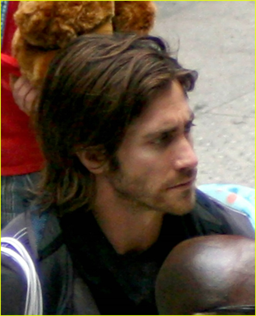 jake gyllenhaal long hair 01