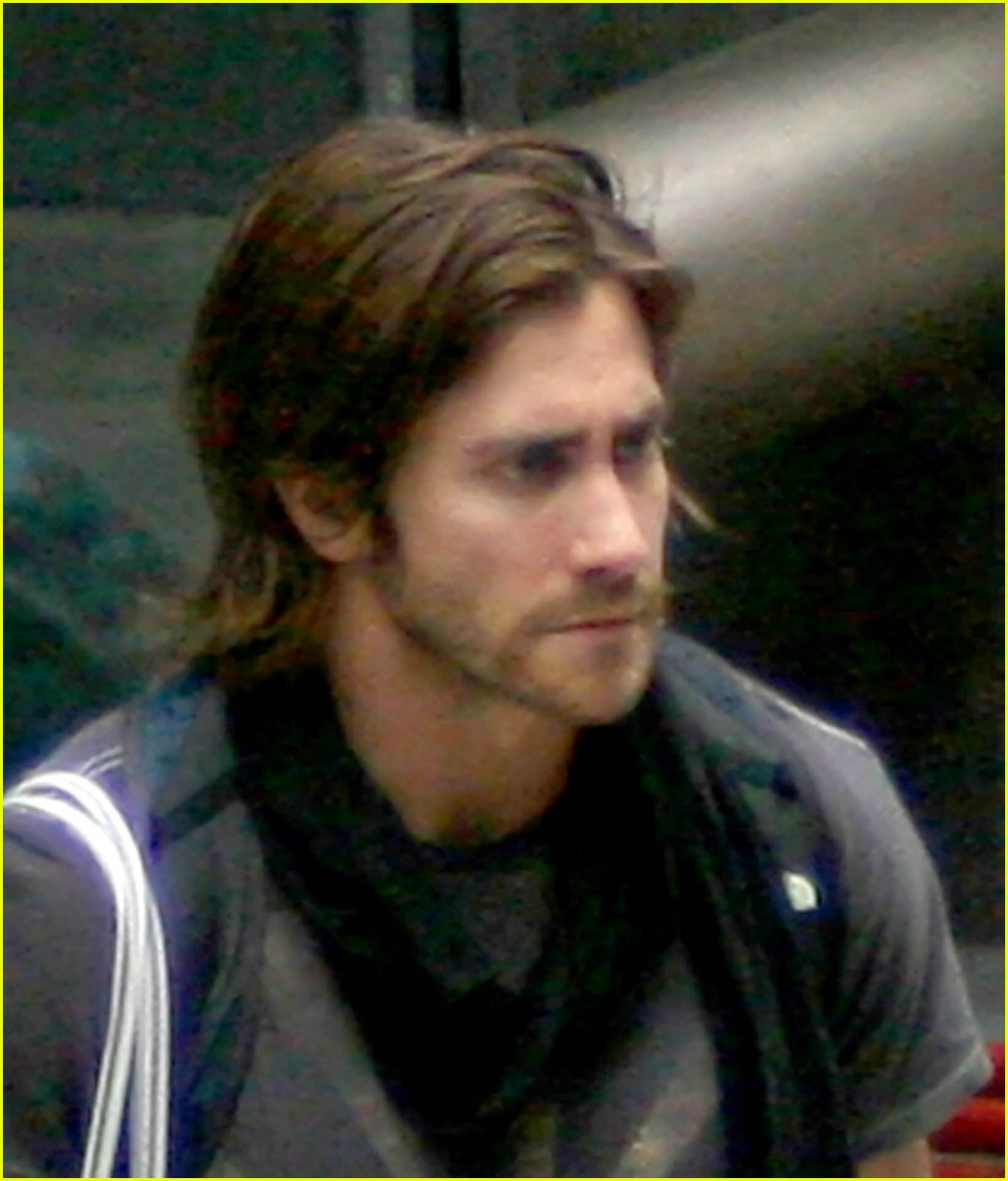jake gyllenhaal long hair 05