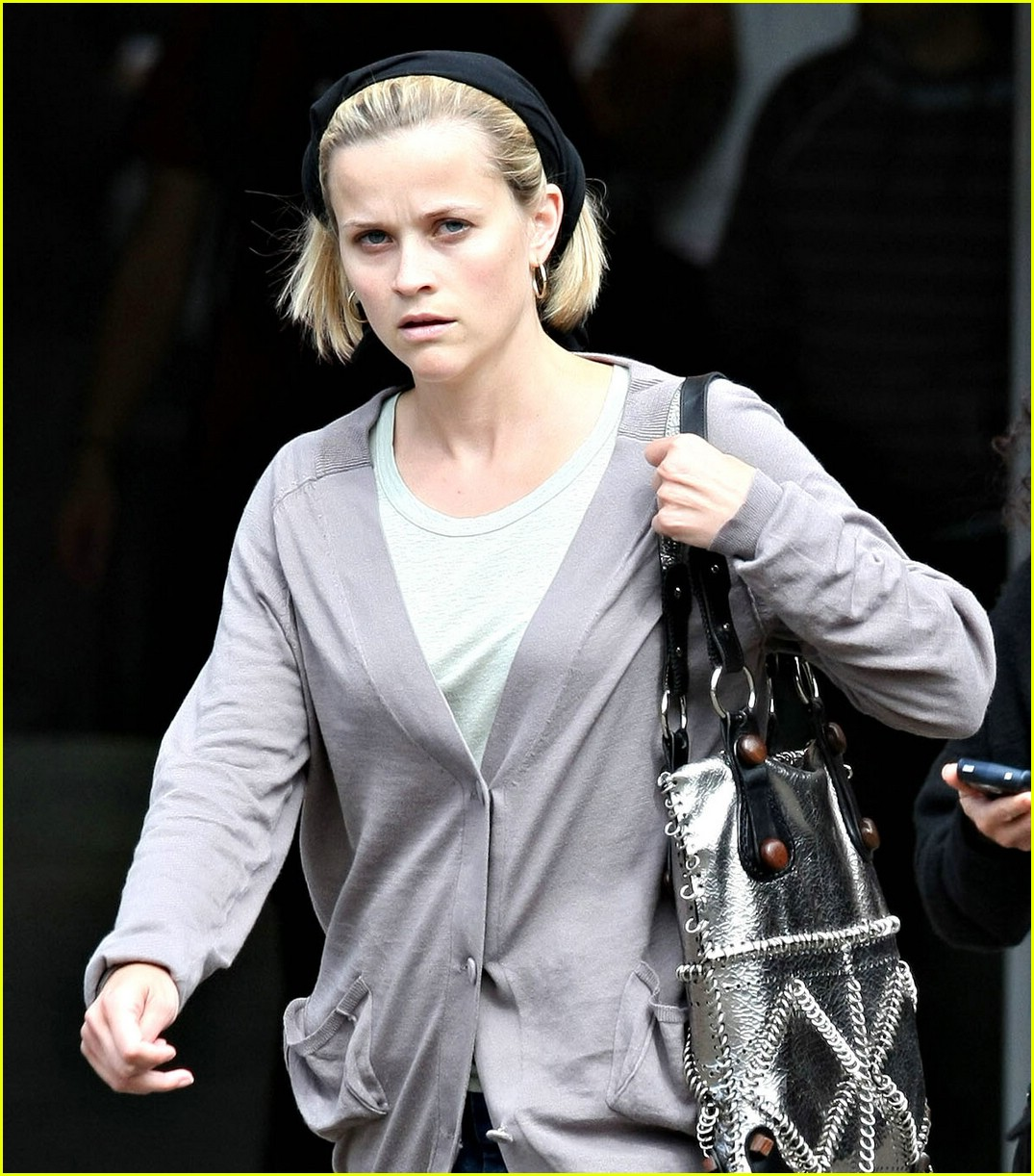 reese witherspoon museum mommy 01