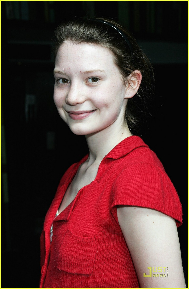 mia wasikowska alice in wonderland 17