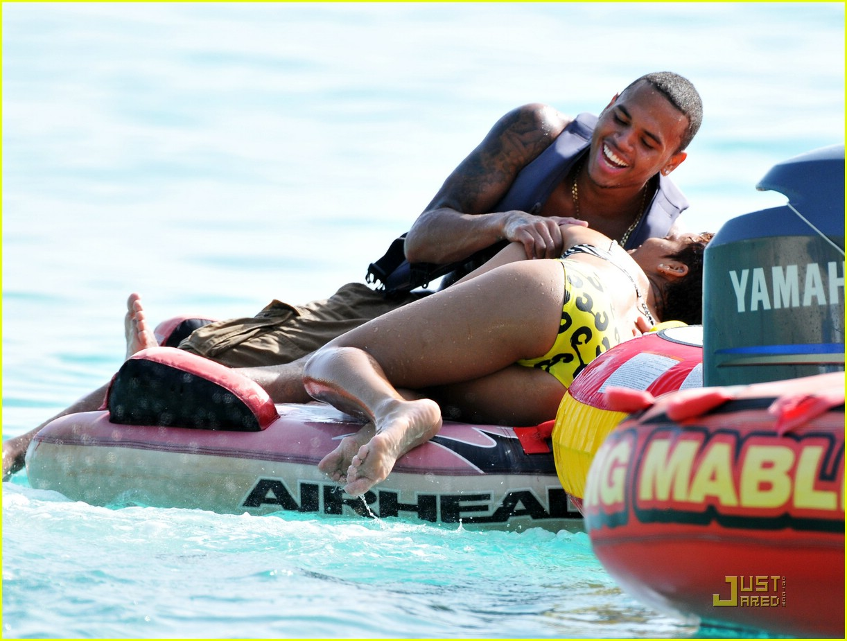 rihanna chris brown barbados 08