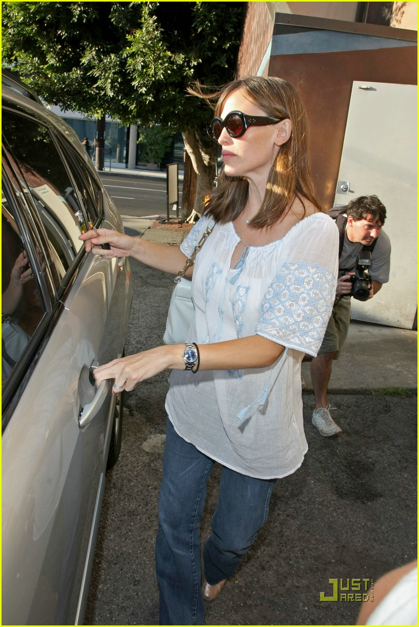 jennifer garner baby bump check up 101370421