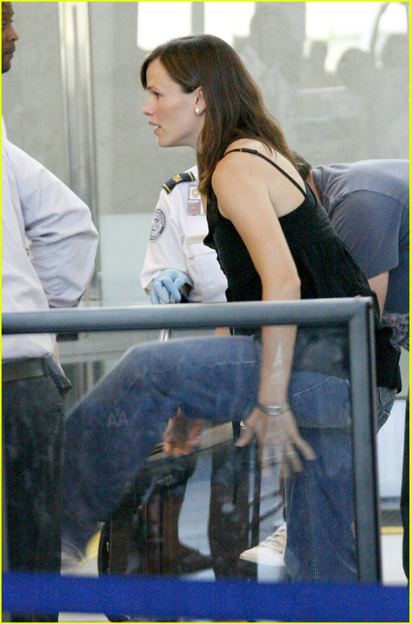 jennifer garner security smile 041312561