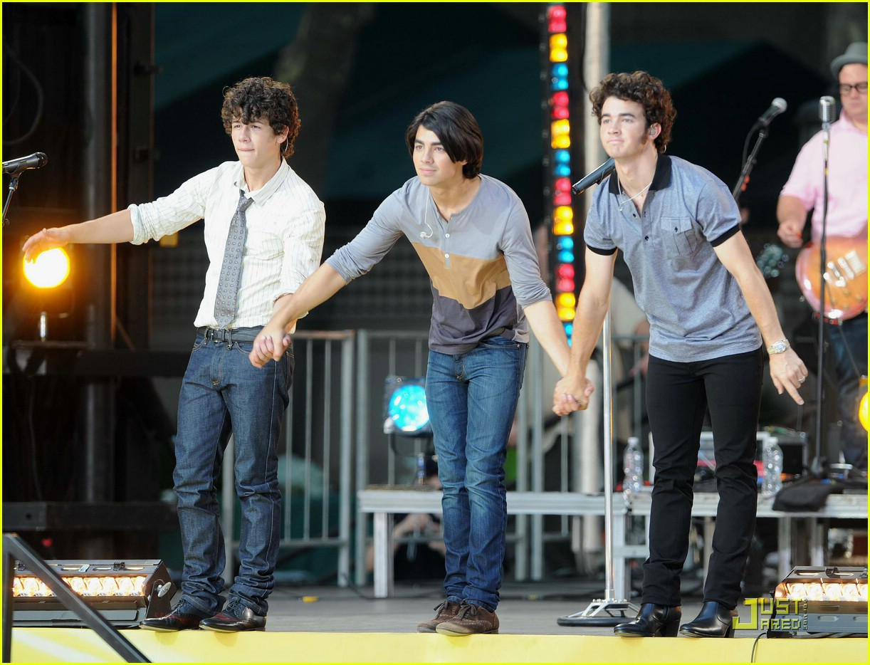 jonas brothers good morning america 01