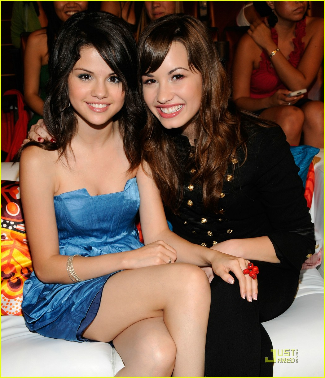 miley cyrus selena gomez teen choice awards 2008 031316071