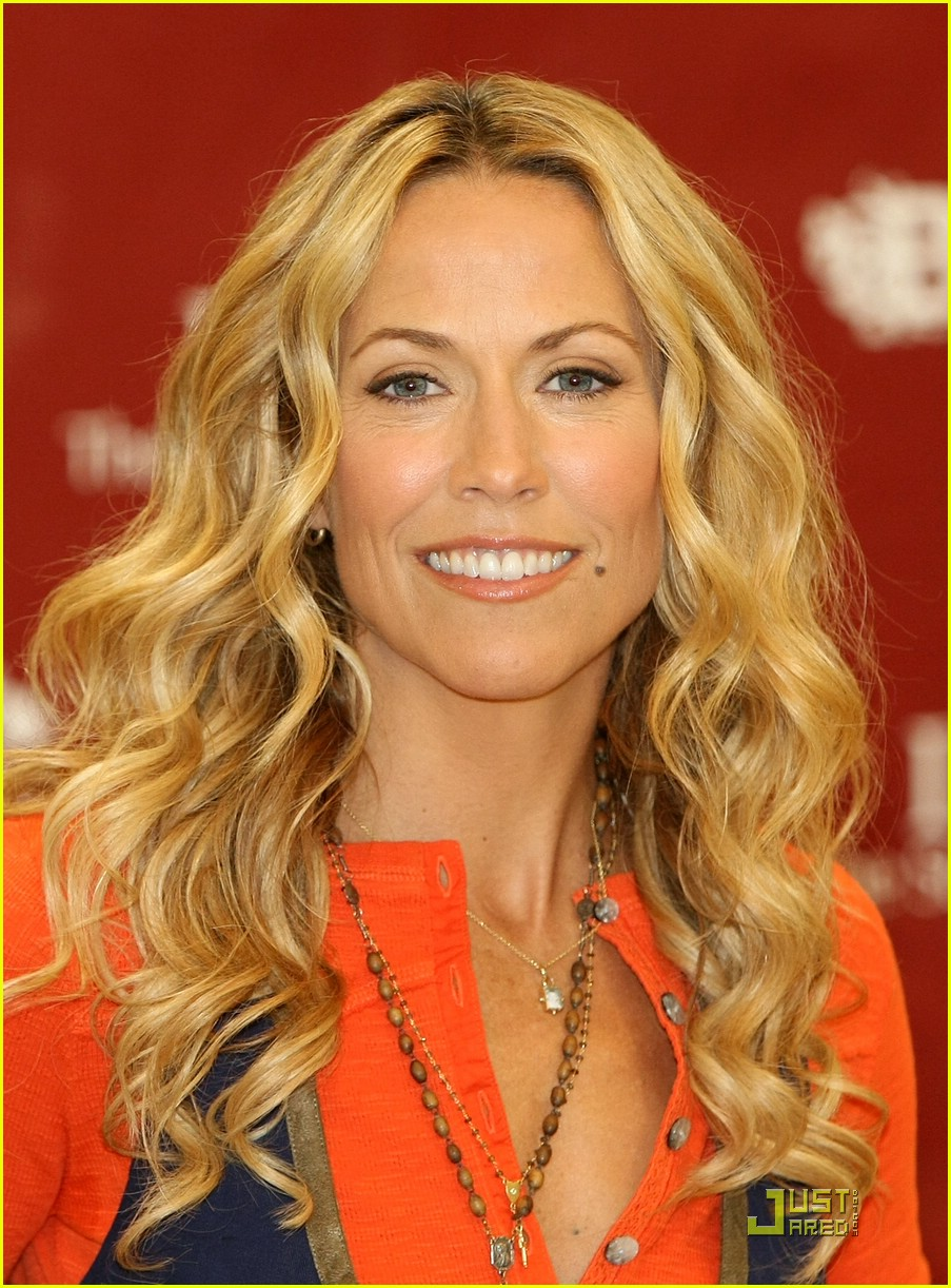 Sheryl Crow Breaks In Bootheel: Photo 1372681 | Sheryl Crow Pictures | Just Jared - sheryl-crow-bootheel-trading-01