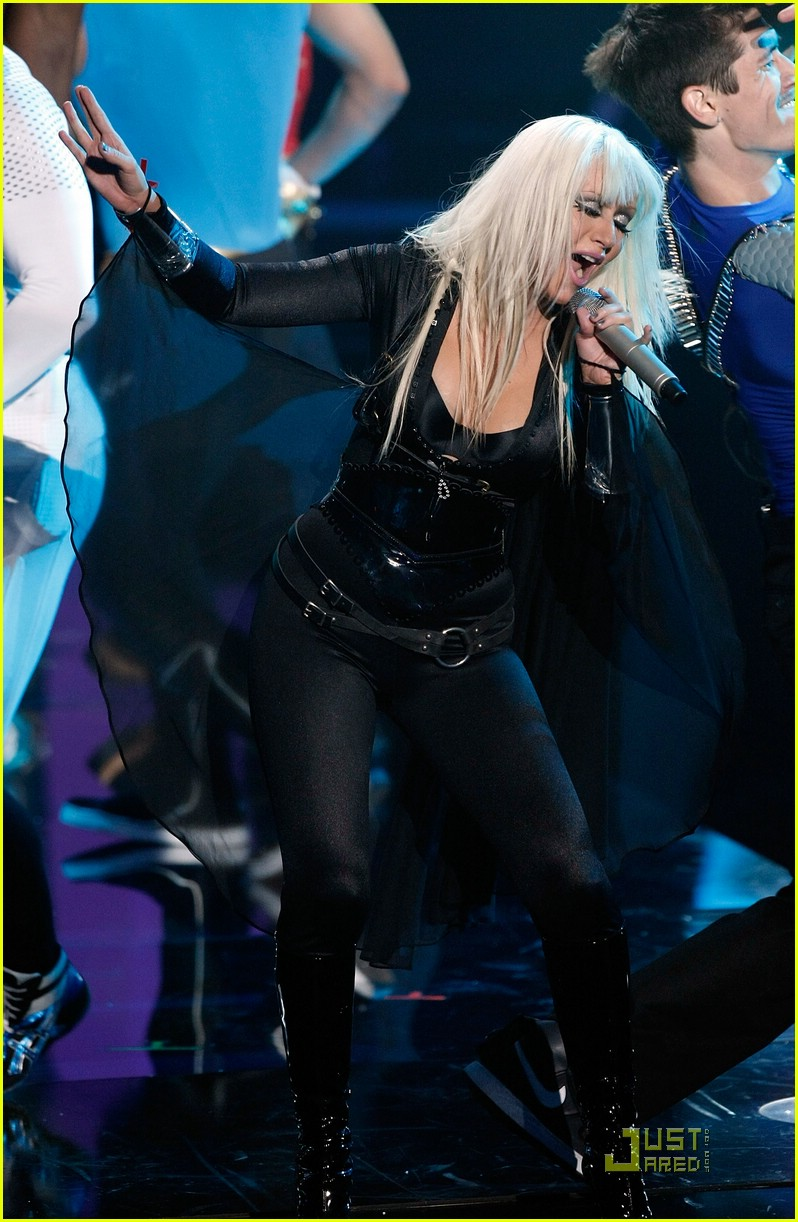 christina aguilera performance 2008 vmas 12
