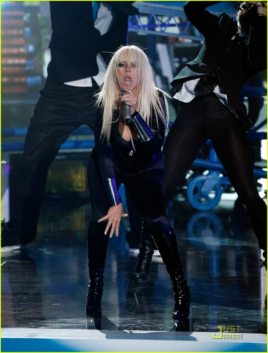 christina aguilera performance 2008 vmas 211405121