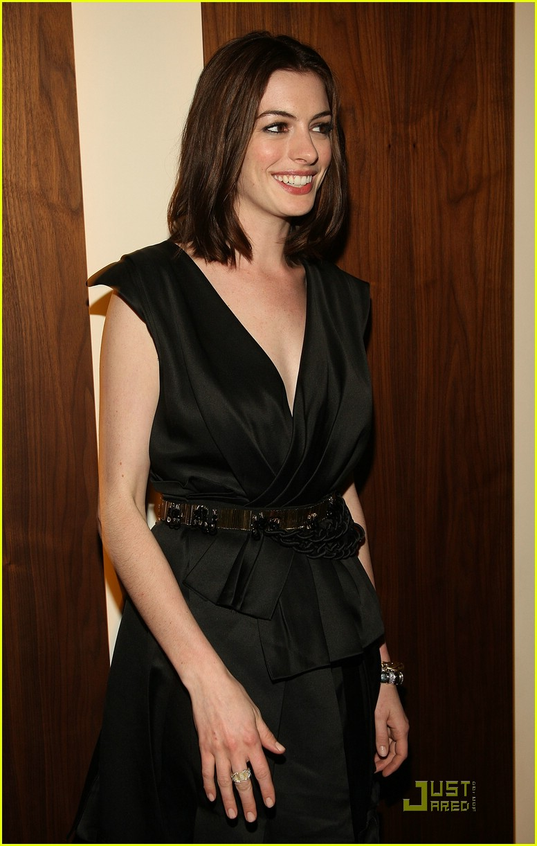 anne hathaway getting married 22