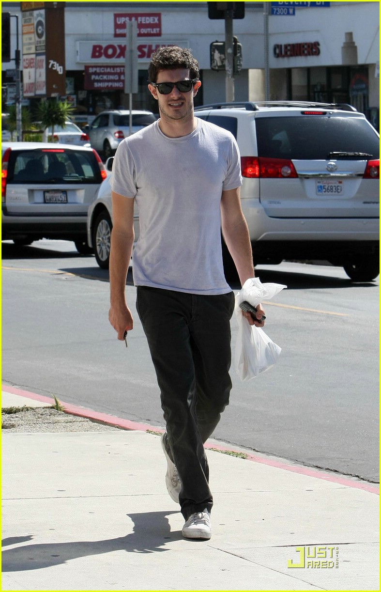 adam brody errands 05