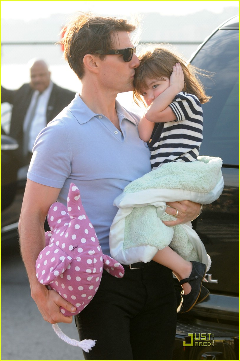 Full Sized Photo of tom cruise suri cruise helicopter 03 ... Tom Cruise Mission Impossible 2 Rock Climbing