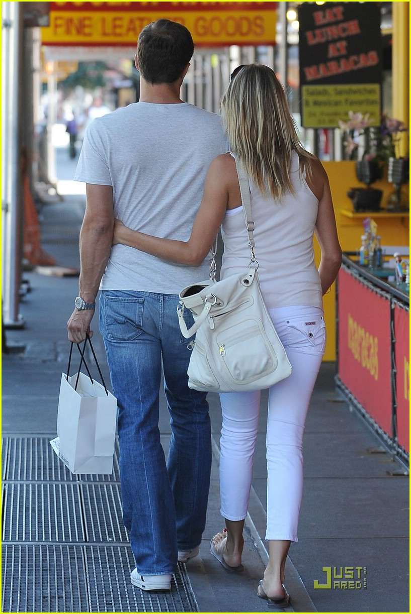 cameron diaz paul sculfor holding hands 04