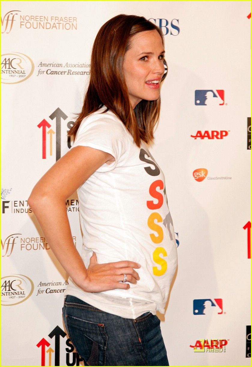 jennifer garner stands up 2 cancer 15