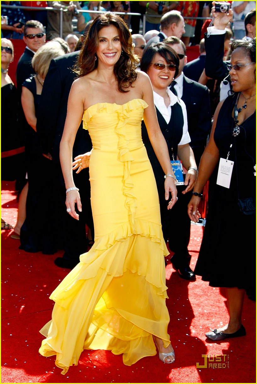 teri hatcher emmys 2008 red carpet 01