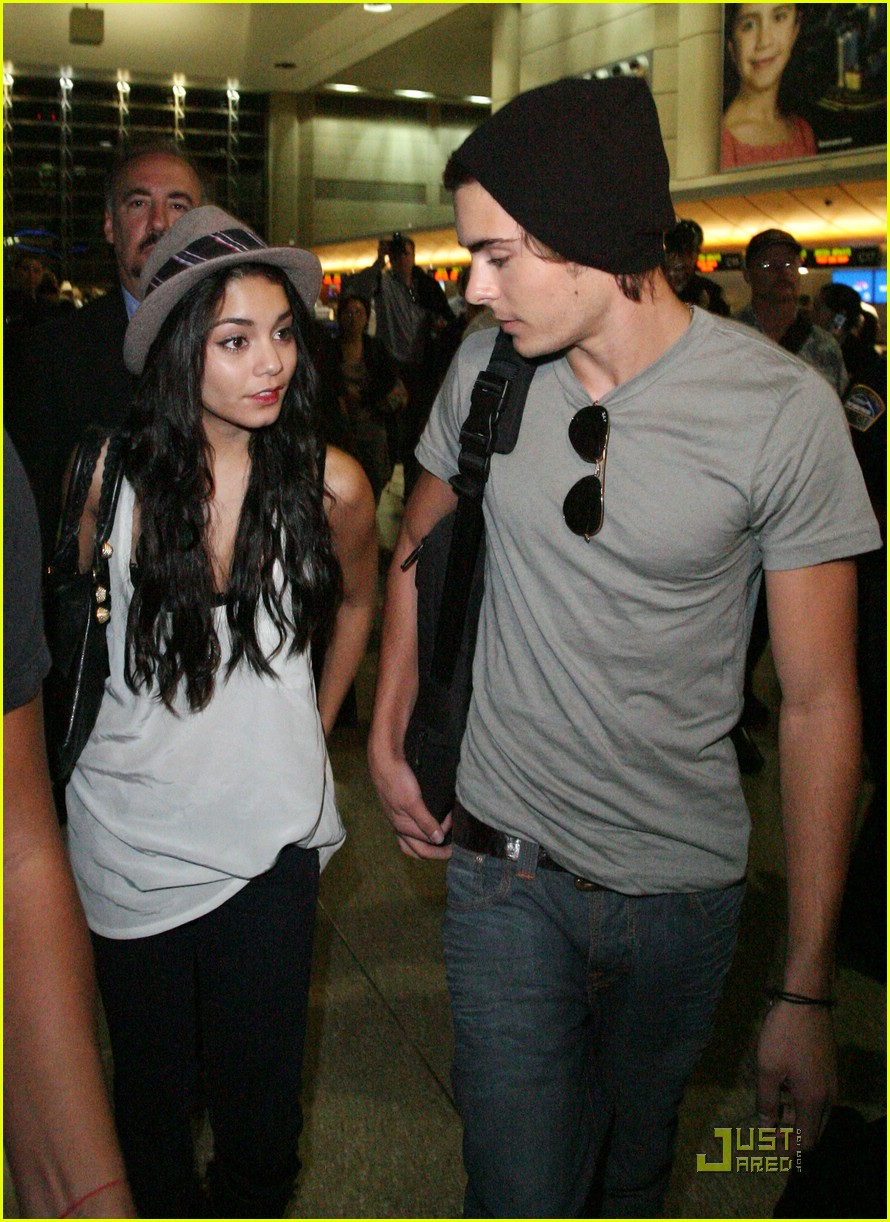 are vanessa hudgens and zac efron dating again 2012