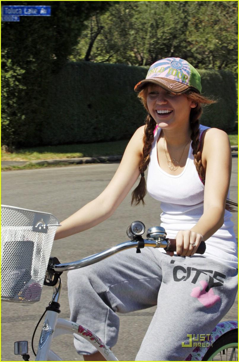 miley cyrus biker babe 011448051
