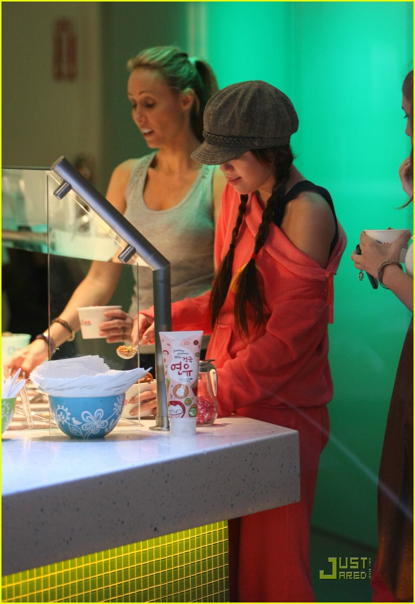 miley cyrus frozen yogurt 051383371