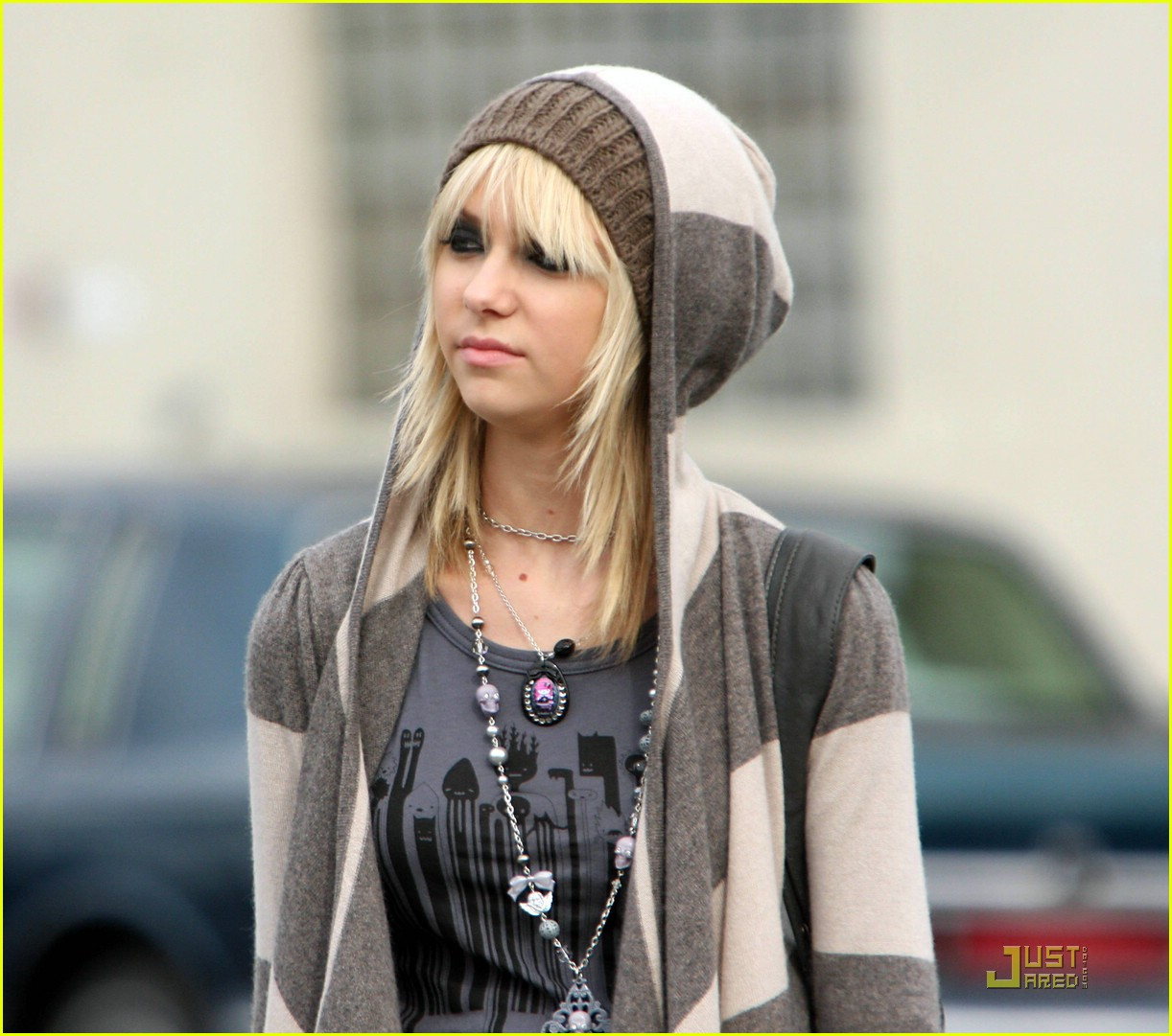 taylor momsen hoodified 02
