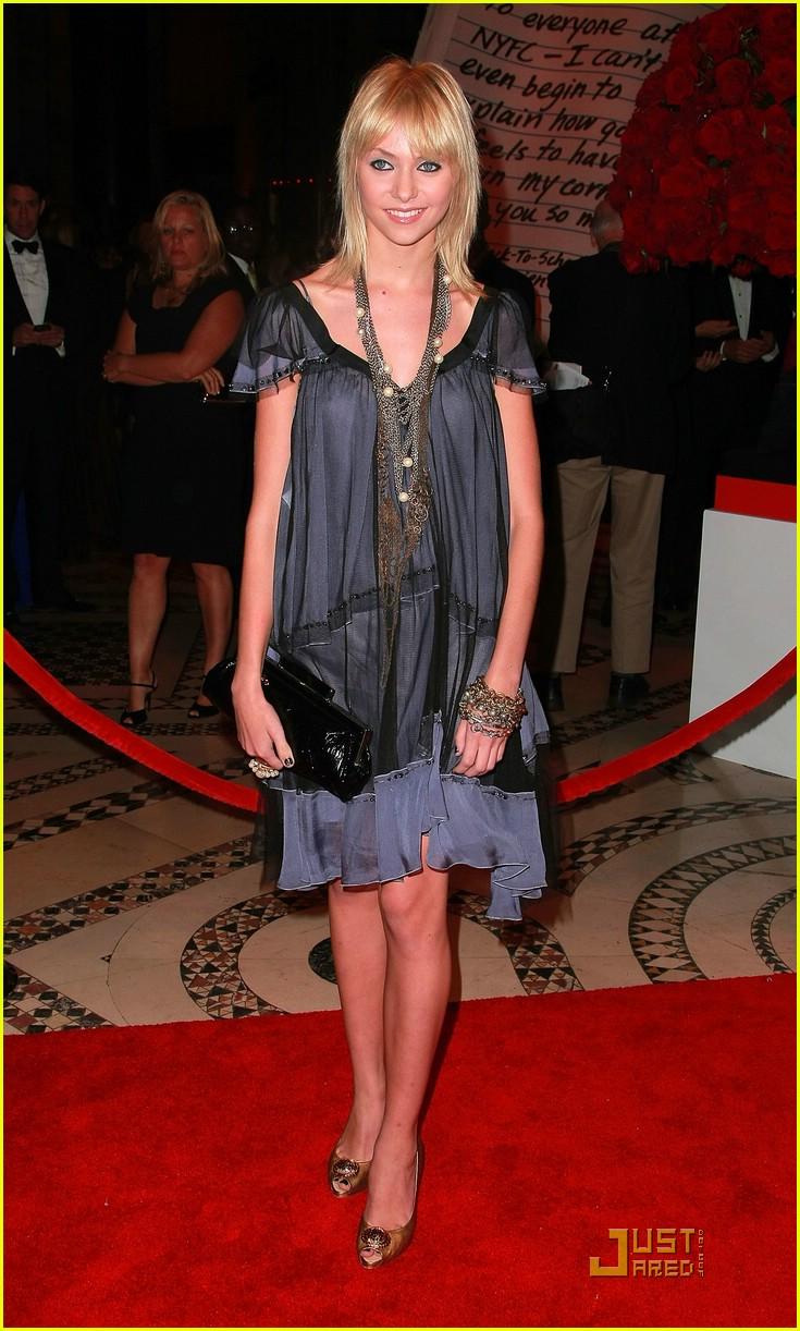 Full Sized Photo of ta... Taylor Momsen