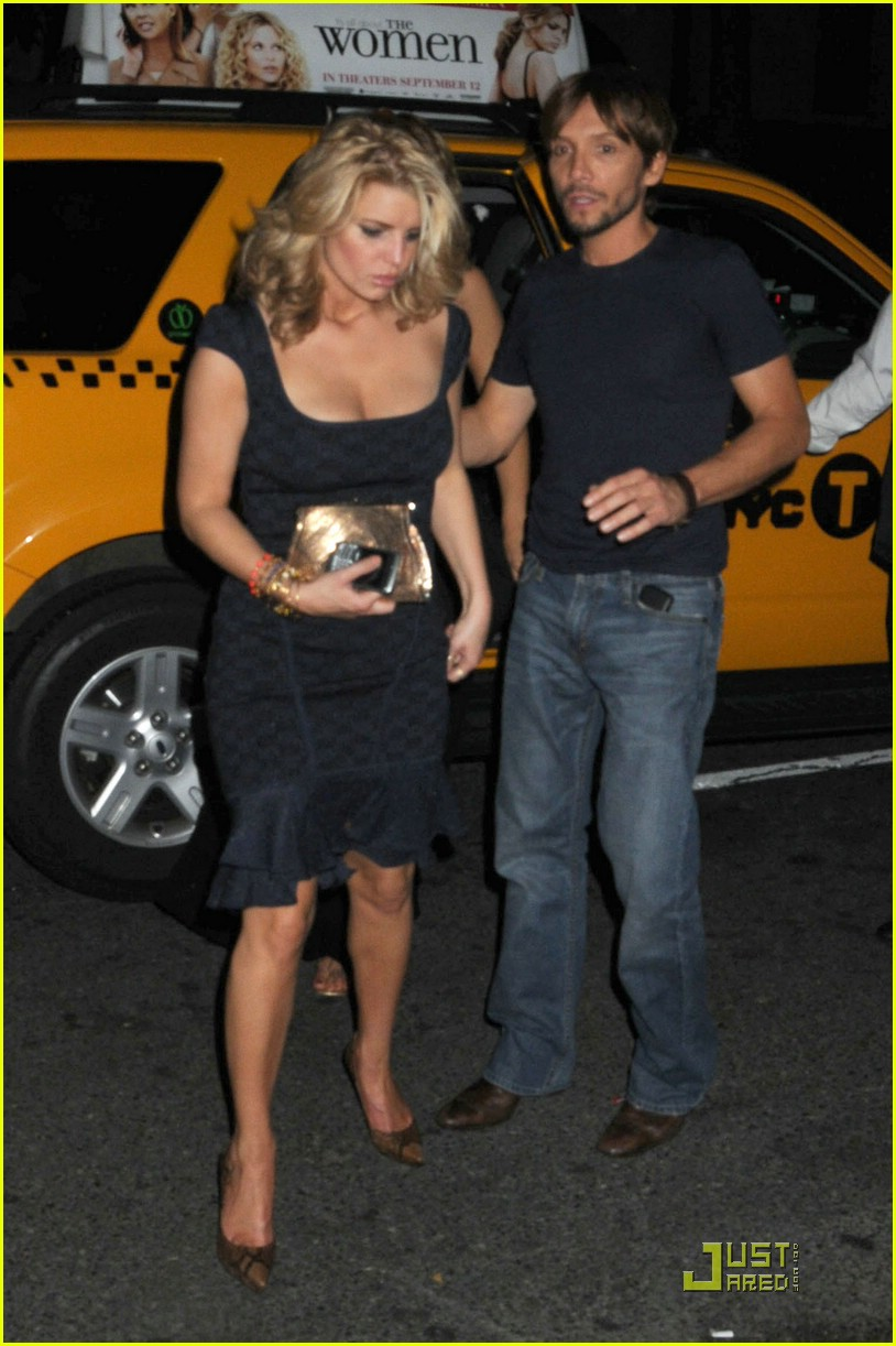 jessica simpson post party 041410651