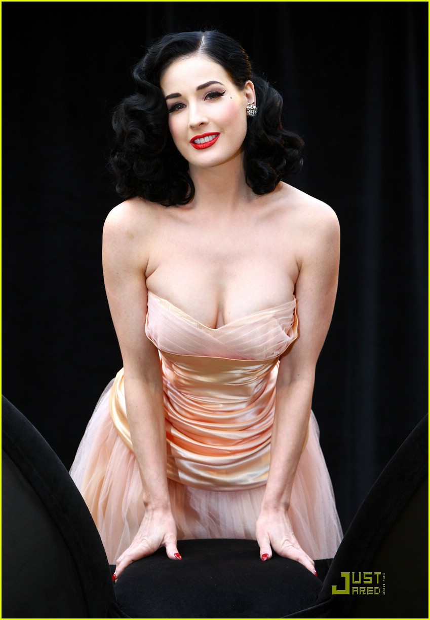 Full Sized Photo of dita von teese wonderbra 03
