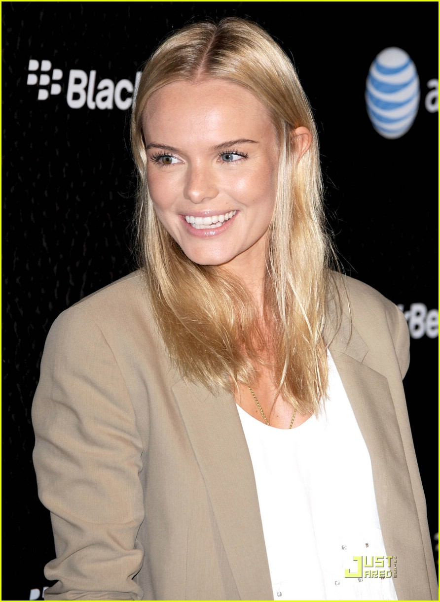 Free Download Kate Bosworth Launches Blackberry Bold Photos Just HD
