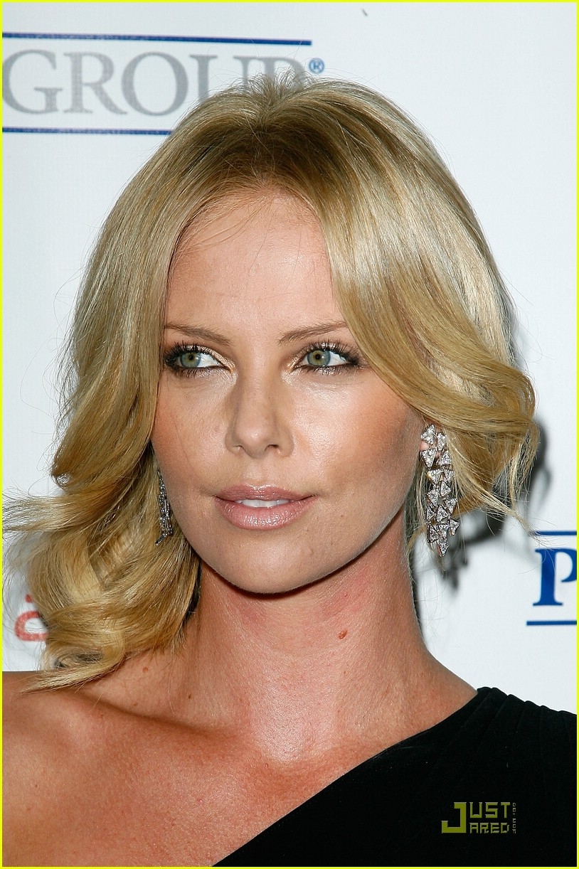 charlize theron rock the kasbah 02