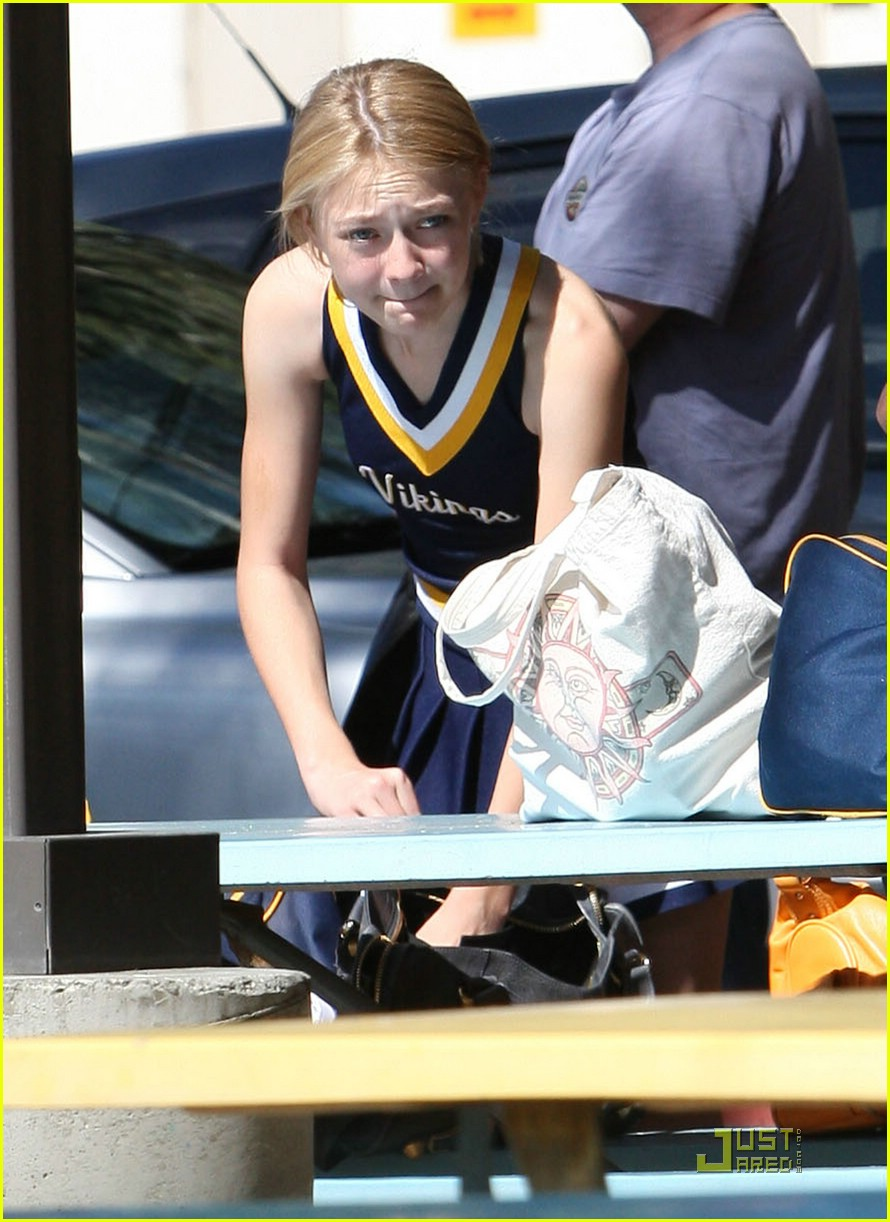 dakota fanning cheerleader 04