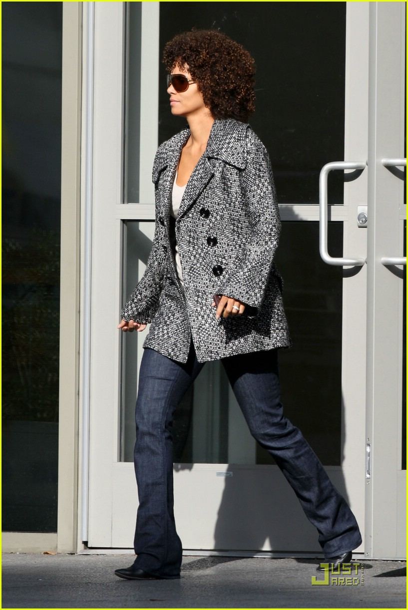 halle berry afro 02