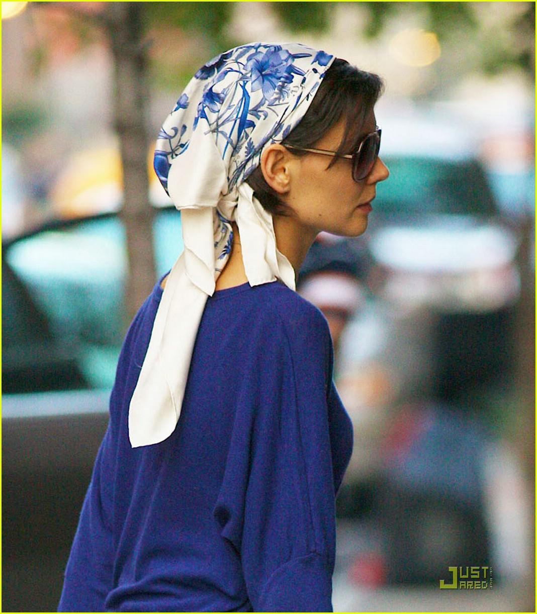 katie holmes headscarf 02