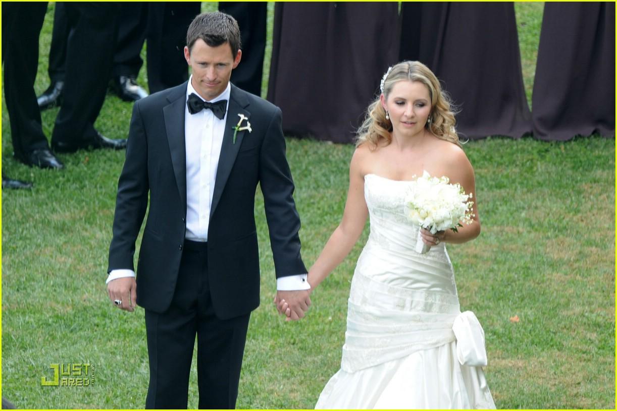 Beverley Mitchell Wedding Pictures First Look Photo 1453341 Jessica Biel Mackenzie Rosman