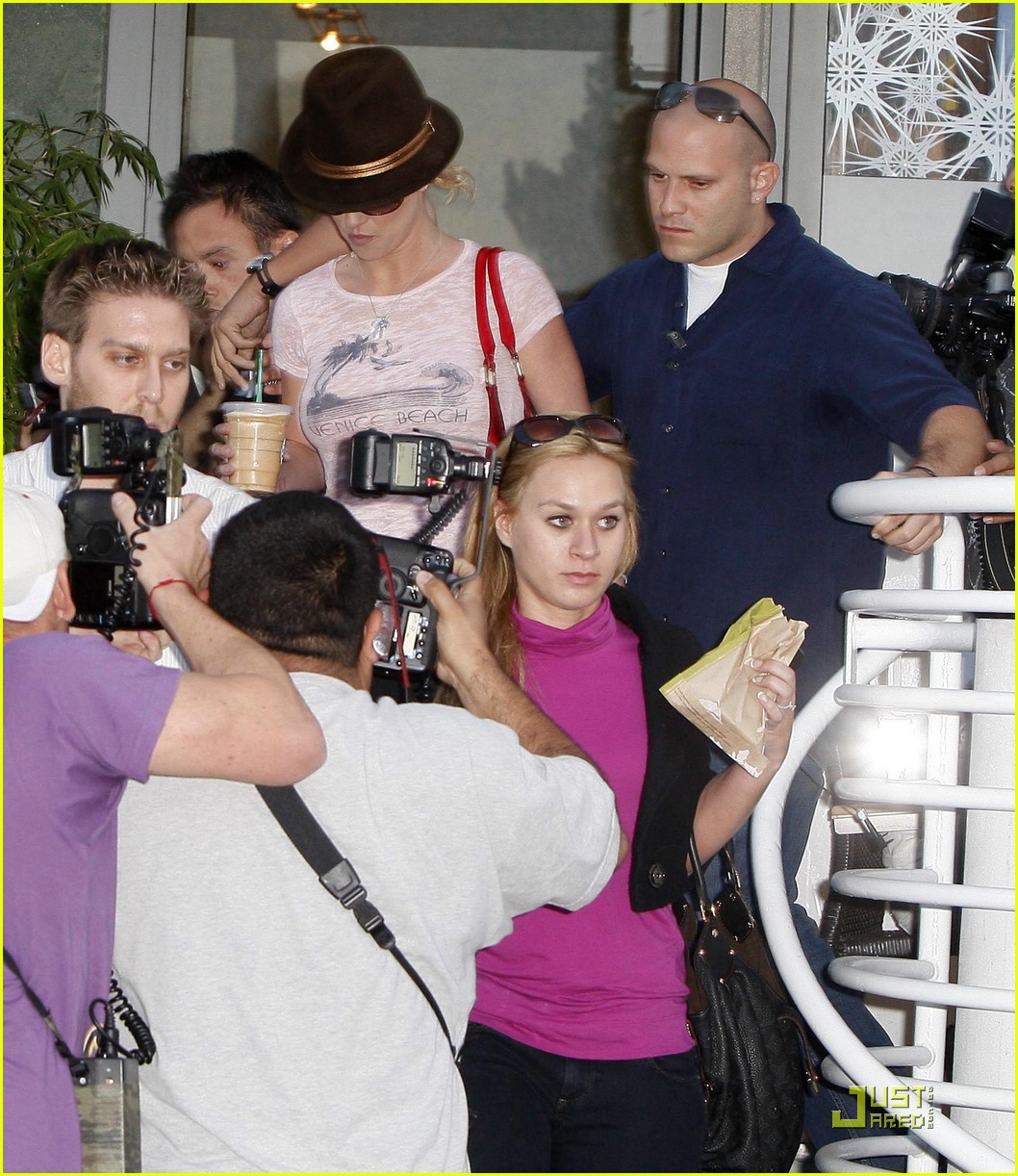 britney spears starbucks coffee 05