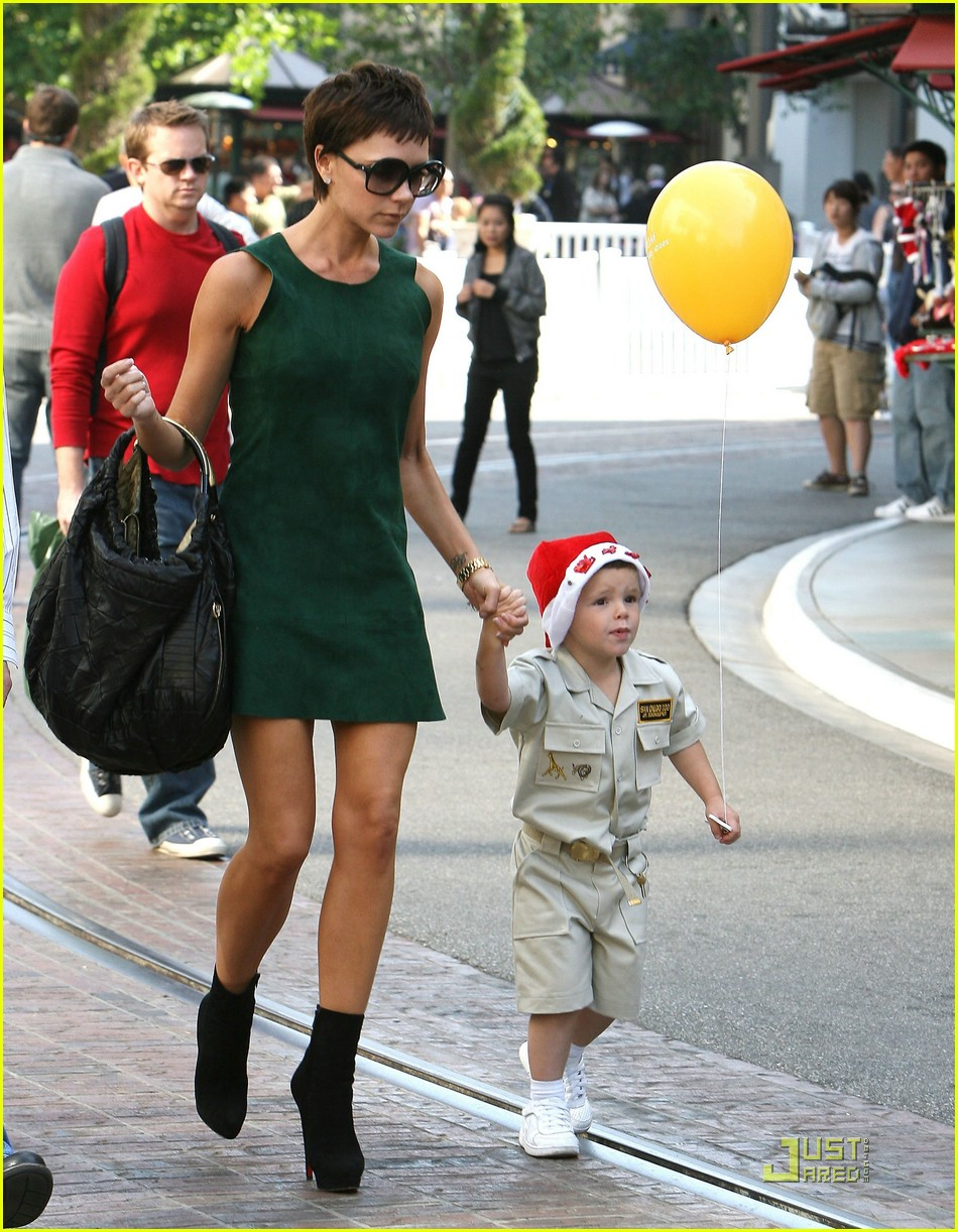 Cruz Beckham is Santa Hat Happy: Photo 1540401
