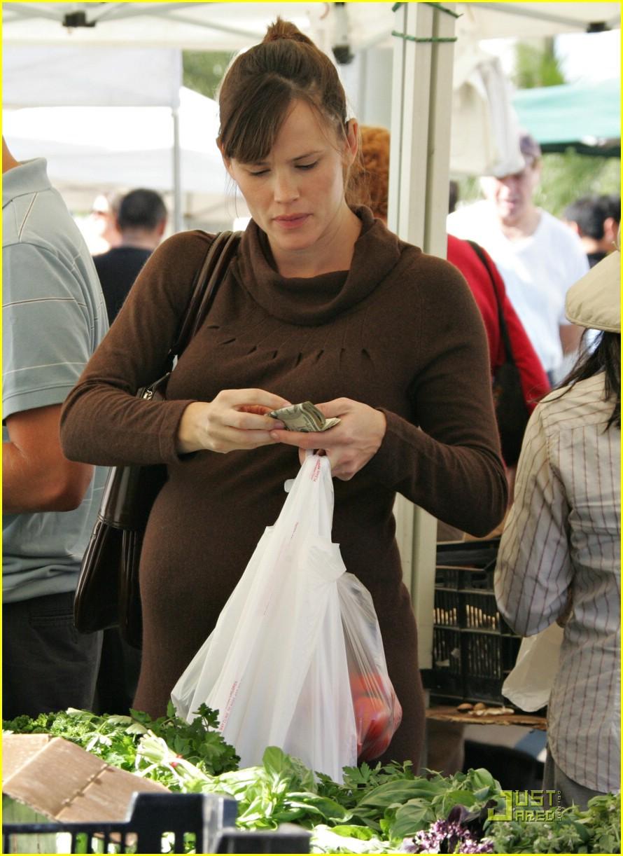 jennifer garner shops market 08
