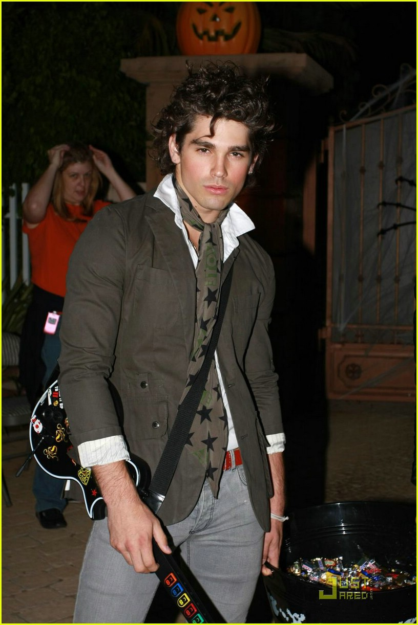 justin gaston halloween 01a