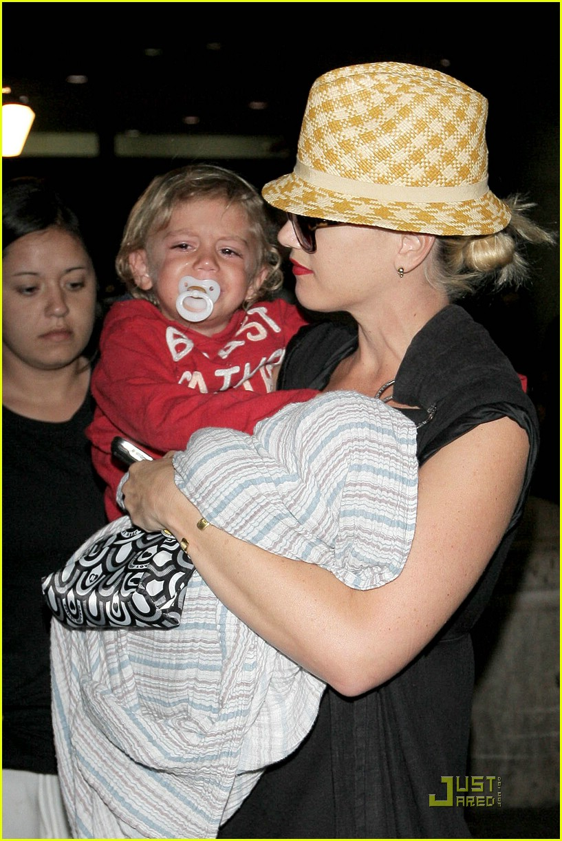 gwen stefani home for the holidays 05